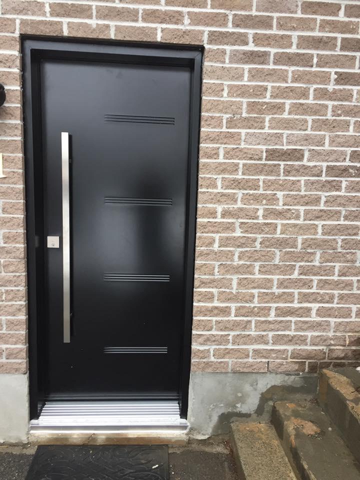 porte noire cote maison