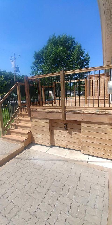 balcon de bois avec porte
