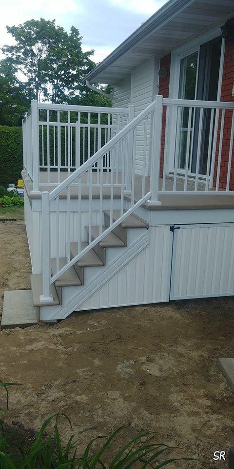 marches blanches devant maison